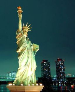 statue-of-liberty-looks-amazing-at-night