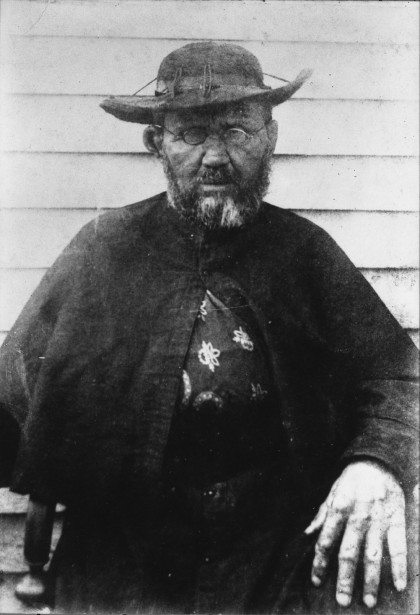 Father_Damien,_photograph_by_William_Brigham